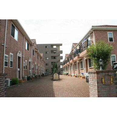 A棟とB棟があり、棟の間には共用庭!ゆとりある雰囲気です!