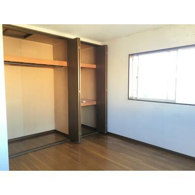 2階洋室7.5帖。こちらも収納たっぷり♪