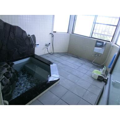 広い浴室 癒しの温泉お風呂 海望む