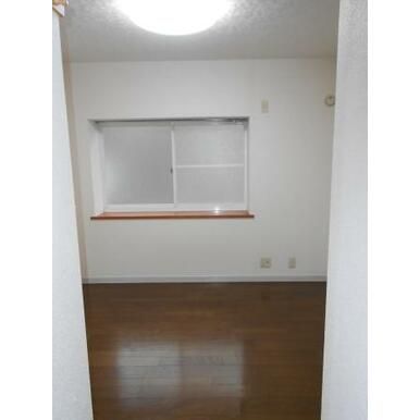 1階居室 出窓ついてます