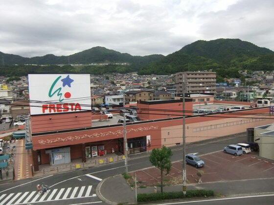 フレスタ 東山 本