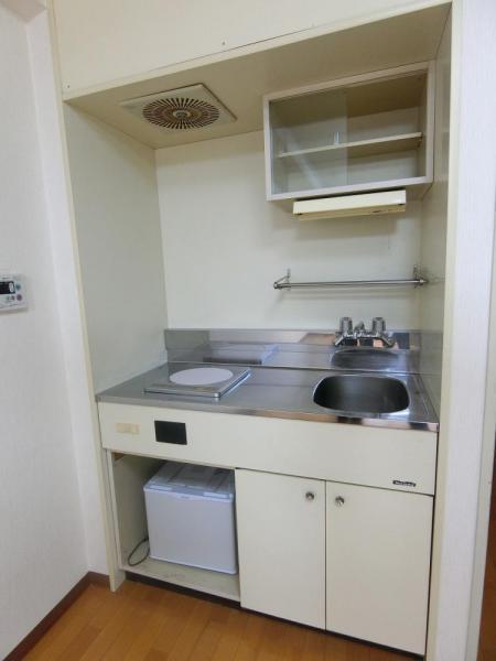 キッチンスペース♪作業台はステンレスでお掃除もしやすい!