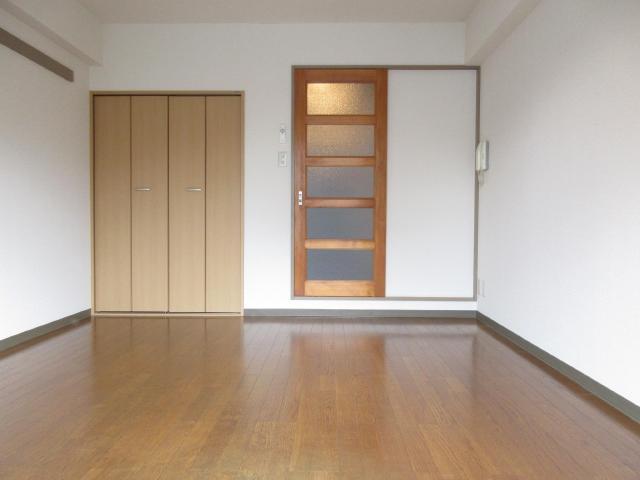 キッチンと洋間は、扉で遮断できます。