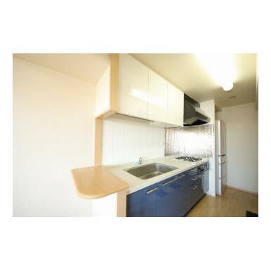 廊下側・リビング側どちらからもアクセス可能な2WAYの家事動線は優しい配慮です。