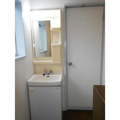 2階トイレ横洗面台