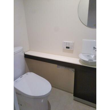 手洗いカウンター付きでゆとりある空間。