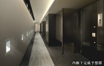 内廊下完成予想図<br /> 玉川通りに面したタワー棟の廊下は、道路側全面を巨大な壁とした内廊下を採用しています。静粛性を向上させるとともに、外部からの視線をカットしてプライバシーに配慮。ホテルのような落ちついた空間を追求しています。<br /> ※タワー棟のみ