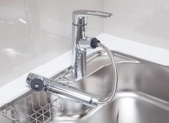 【浄水器一体シャワー水栓】  レバーで浄水に切り替えができる  ※カートリッジの交換は有償となります。