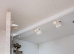【耐震ラッチ(吊戸棚扉)】  地震時の食器等の落下を防ぐ