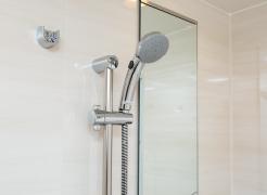 【節湯型シャワー水栓】  お湯の吐水止水ボタン付