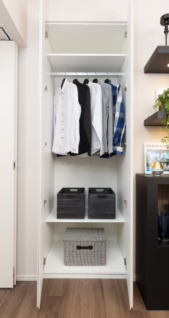 【クローゼット】  棚の位置を調整・変更できる